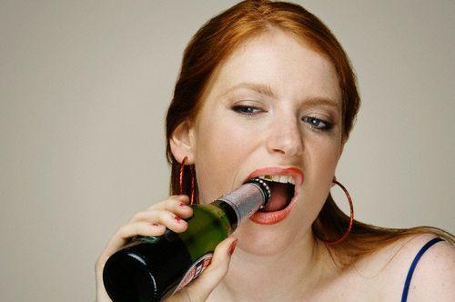 Можно употреблять алкоголь после увеличения губ