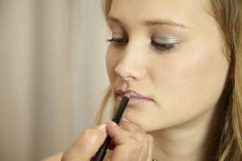 Хотите красные губы Делаем макияж для красных губ
