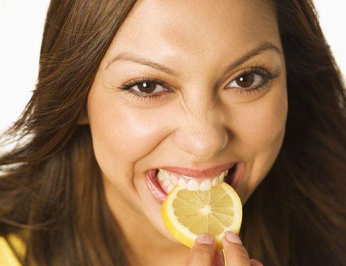 otbelivanie_zubov_maslom_chajnoe_derevo_i_limon-1