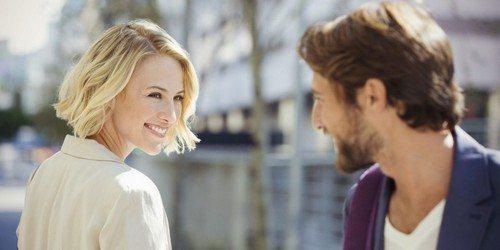 Как привлечь внимание парня у которого есть девушка