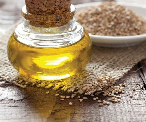 Лучшие косметические масла для кожи вокруг глаз от морщин: польза, эффект, способ применения. Эфирное масло для век и зоны вокруг глаз: какое полезнее и лучше убирает морщины вокруг глаз?