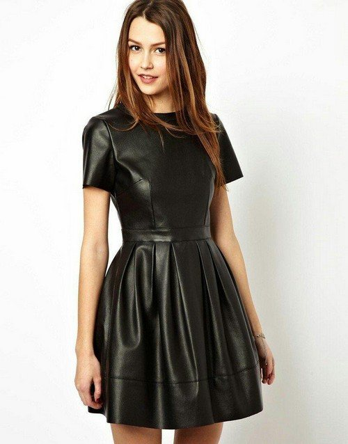 Кожаное платье с коротким рукавом