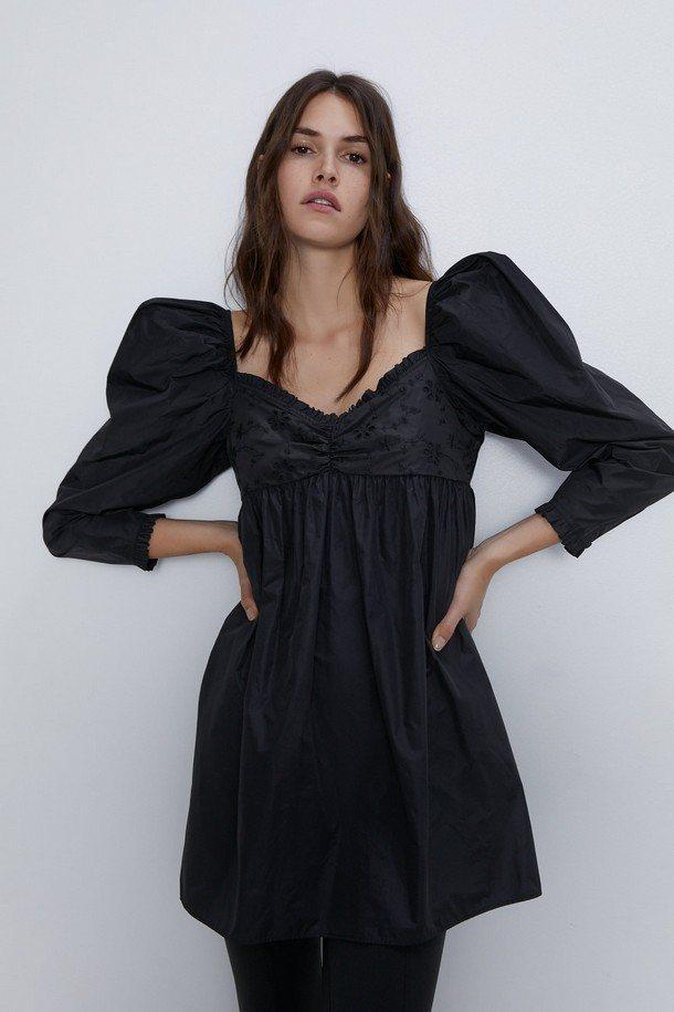 Рукава-фонарики у черного платья