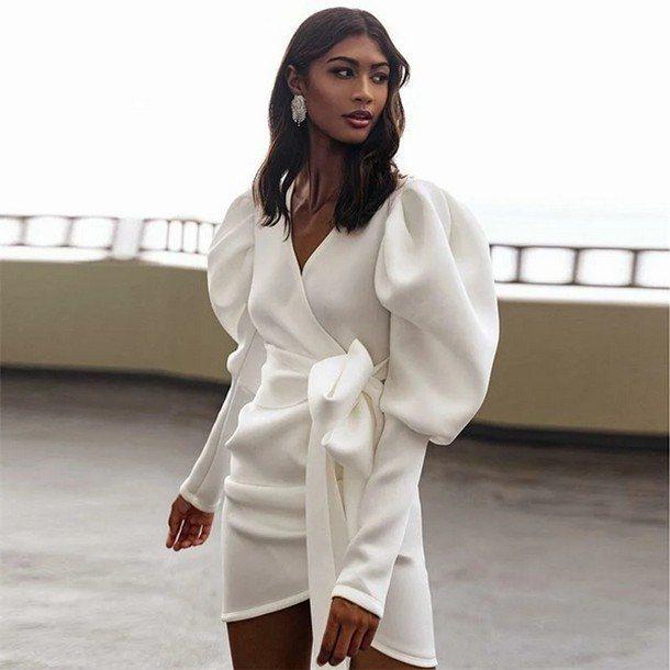 белое платье с рукавами-фонариками