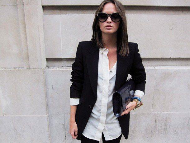 Рубашка и черный пиджак