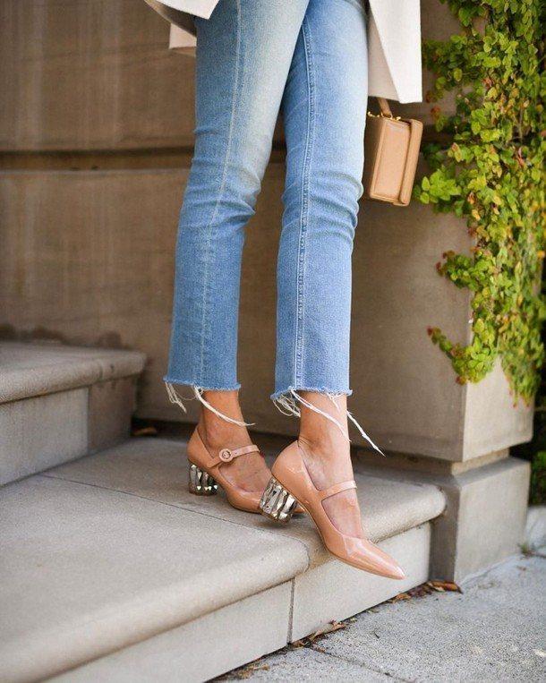 Скульптурный каблук и джинсы